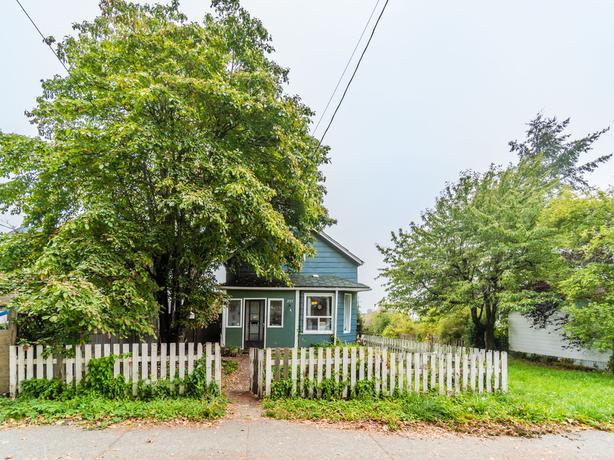 South Nanaimo Character Home w/ Ocean Views