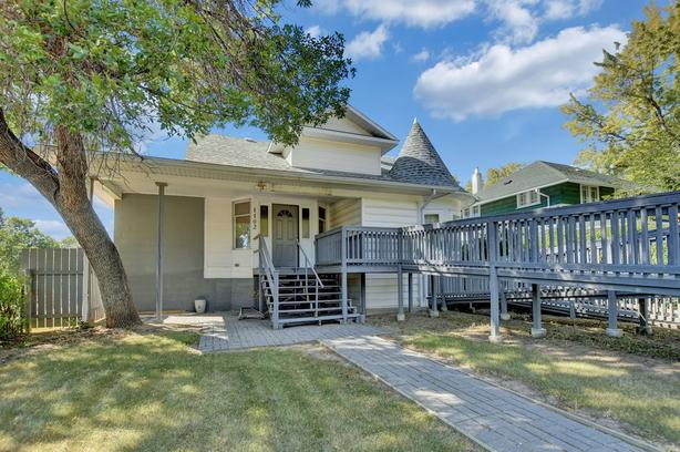 1102 3rd Avenue NW, Moose Jaw