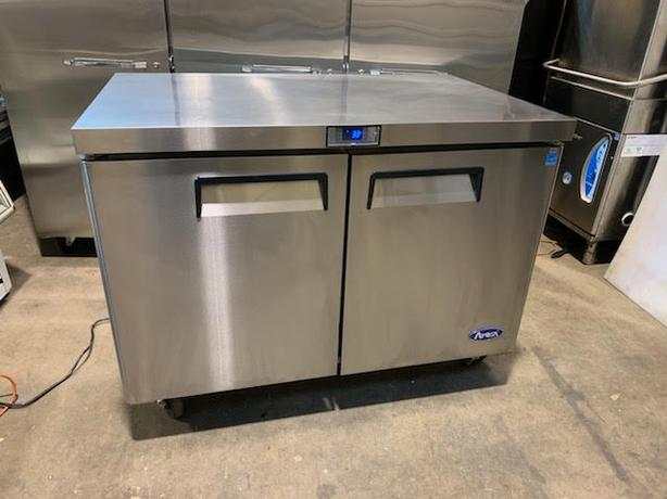 4/FT UNDER COUNTER COOLER WITH WORK TOP