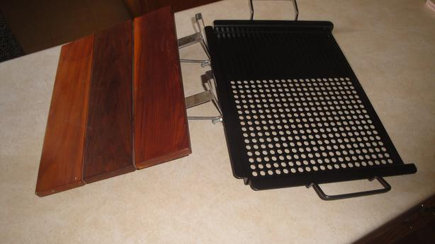 Barbecue grill Pan and side table extension