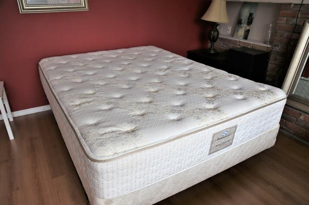 Like new Queen Sealy Luxury Bed Delivery