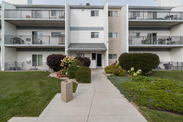 Two Bedroom Condo in Lakeside Meadows - Jennifer Queen