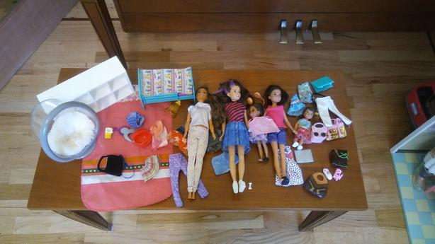 BARBIE & FAMILY WITH BEDROOM  & LIVING ROOM DECOR
