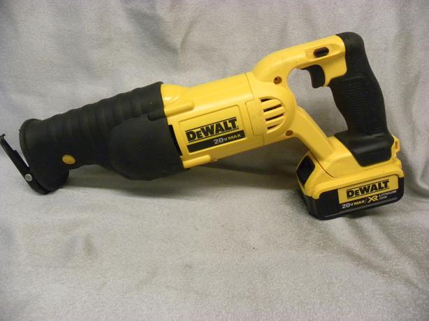 #174700-2 Dewalt 20V reciprocating saw