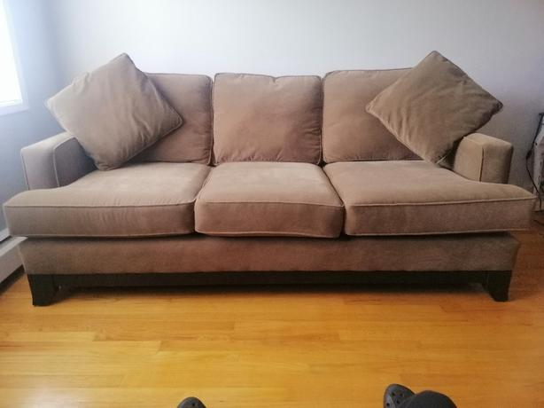 LIKE NEW SOFA COUCH