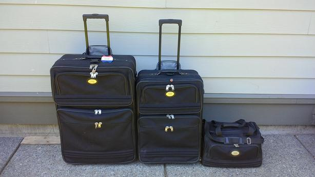American Tourister Lightweight Matching 3 Piece Luggage Set