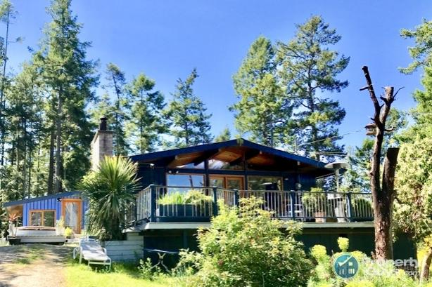 Pender Island true gem with ocean views in Magic Lake Estates
