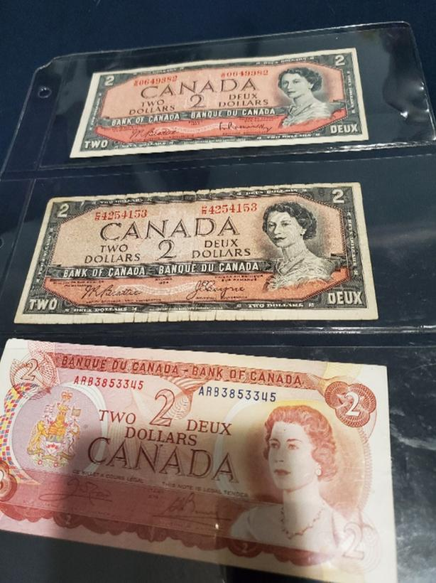 5 Canadian $2 notes and 1 Canadian star $1 note