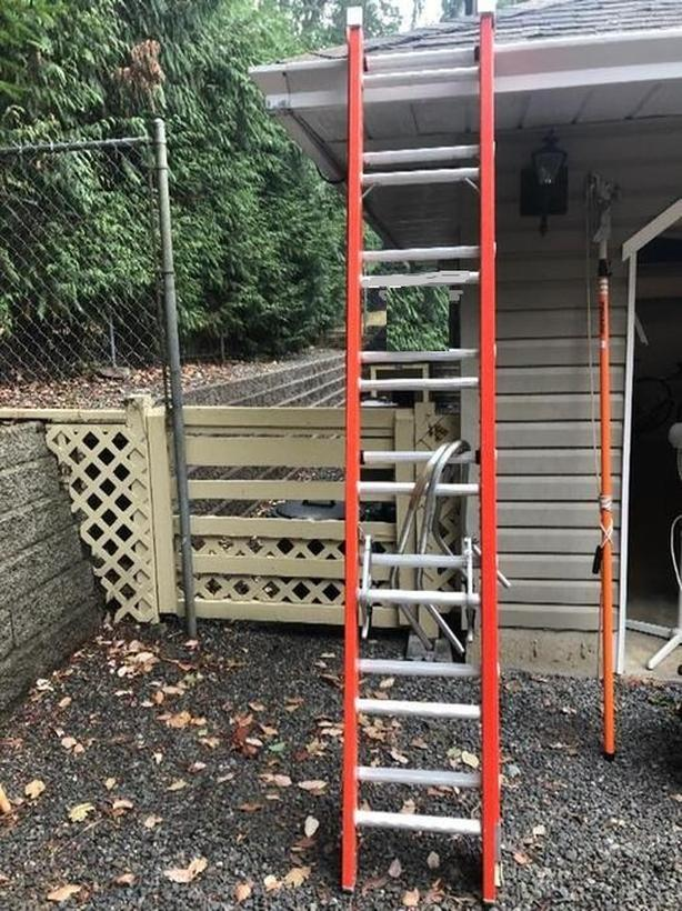 Louisville 16 foot ladder with standoff arms