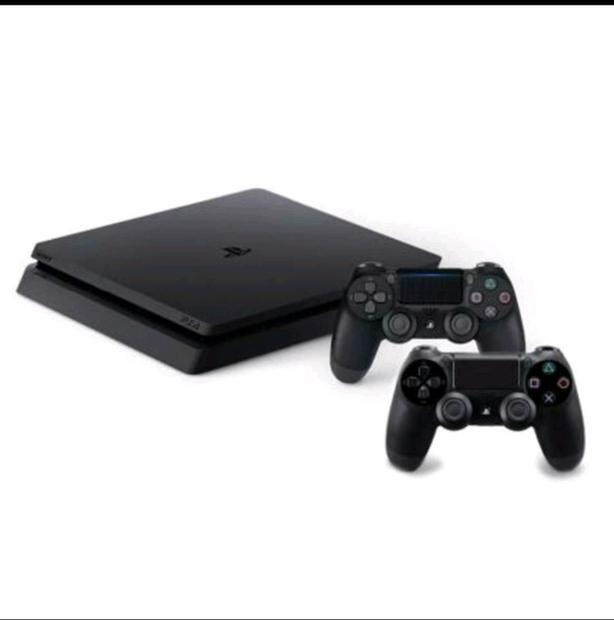 PS4 Slim (500GB) + 2 controllers