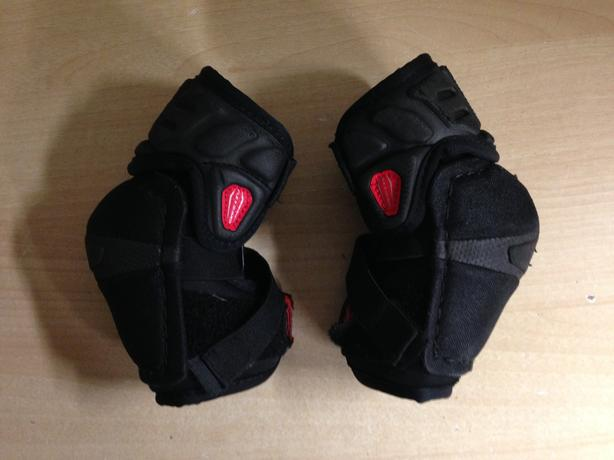Hockey Elbow Pads Child Size Junior Small Age 6-8 Reebok  Red Black Excellent