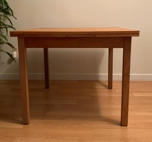 table with extending leaves