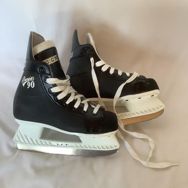CCM Champion 90 Kids skates Size 2