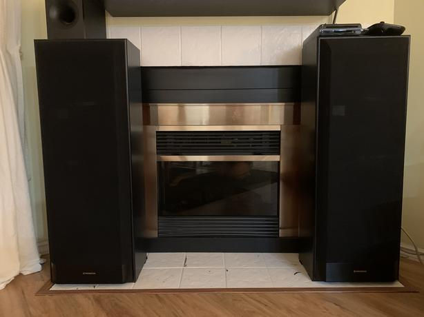 two Pioneer hifi speakers