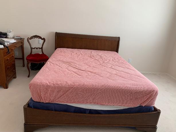 very clean  queen size mattress