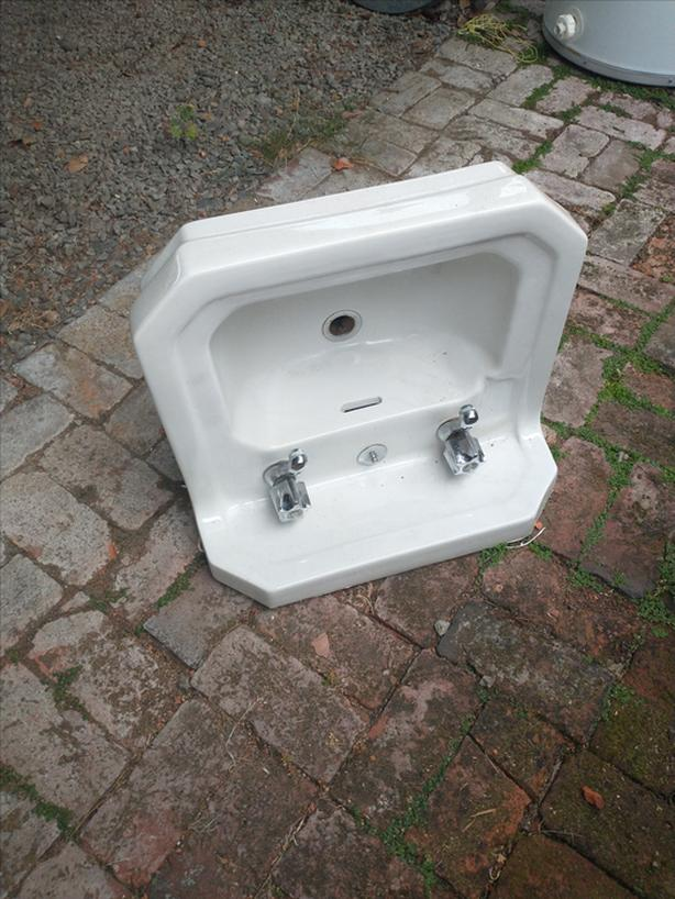 FREE: Bathroom sink