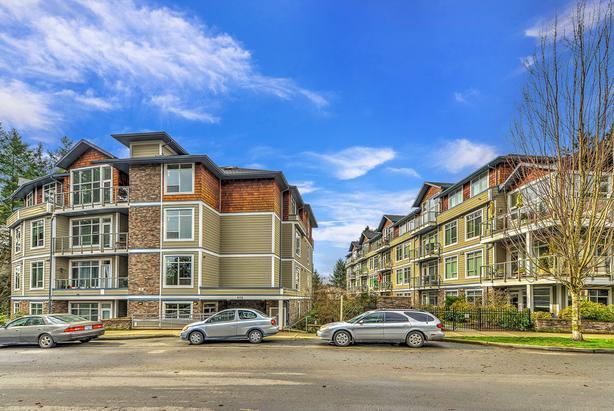 CONDO - 406-611 Goldstream Avenue