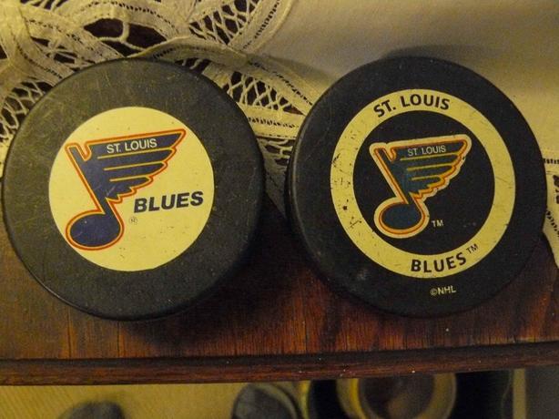 2 st louis blues vintage hockey pucks