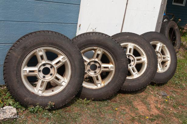 4 Studded winter tires on rims 16x7J X44