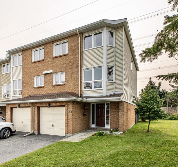 Fantastic 3 storey 3 bed end unit townhome in Tanglewood Nepean!