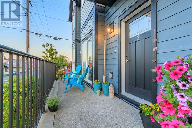 Easy access Ideally Situated Ocean View Condo in the Heart of Chemainus