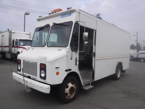 2001 Grumman Olsen Workhorse P4500 11.5 Foot Cargo Van