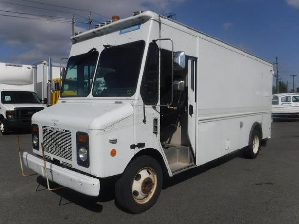 2001 Grumman Olsen Workhorse P4500  15Ft Cargo Van Diesel