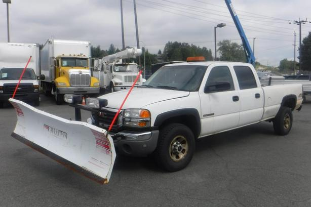 2005 GMC Sierra 3500 Crew Cab 4WD with Plow