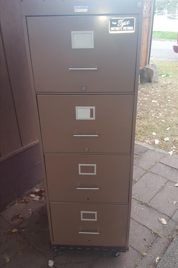 FREE: 4 drawer metal filing cabinet