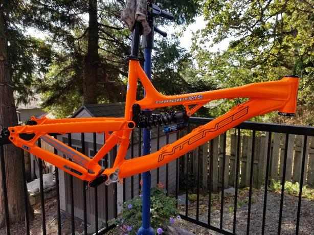 2014 Intense Tracer 275A with Chris King headset 2/shocks