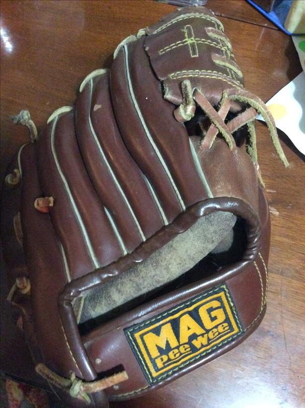 Childs mag pee wee ball glove