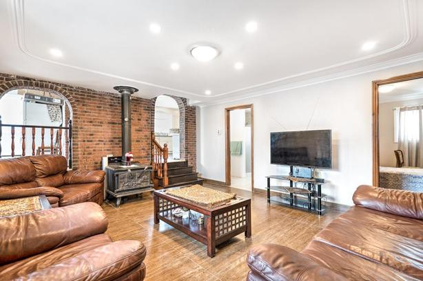 Renovated triplex in the heart of Chomedey Laval