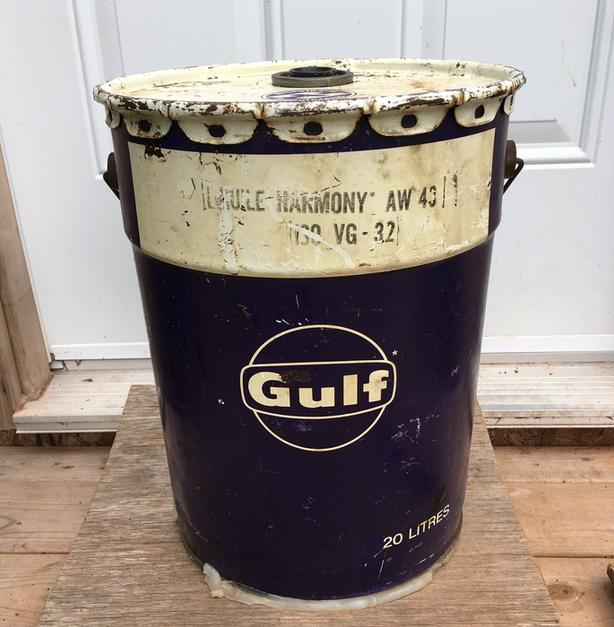 VINTAGE 1960's GULF MOTOR OIL (5 IMPERIAL GALLON) CAN