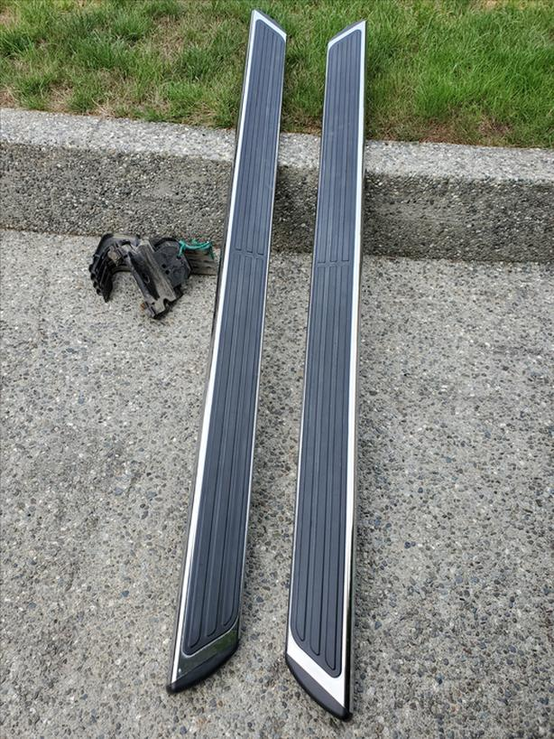 RUNNING BOARDS  (CHROME ASSIST STEPS)