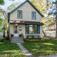Beautiful Three Bedroom Home in West End - Jennifer Queen