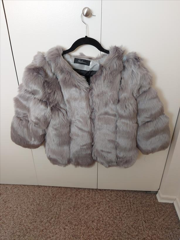 REDUCED Gray Faux Fur Jacket Party Shawl - Size 8-10 NEW