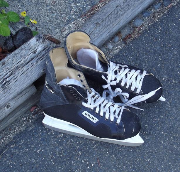FREE: Size 10 Men's Bauer Skates