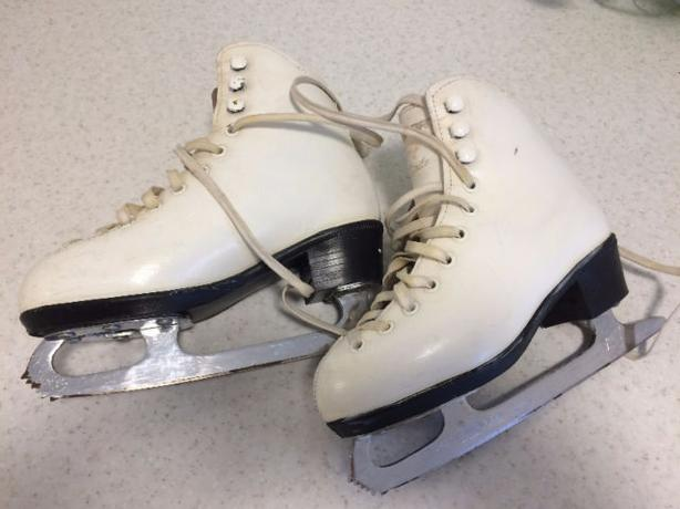 Ladies white figure skates, Size 7