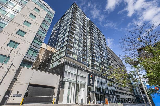 Panoramic 1 Bed 2 Bath Downtown Condo!