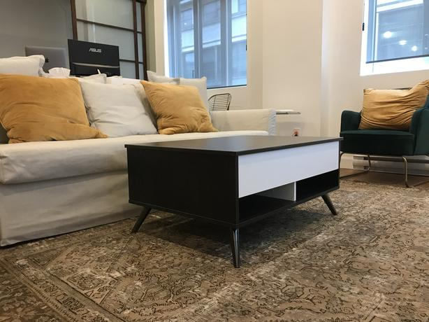 Coffee table with lift top, excellent condition