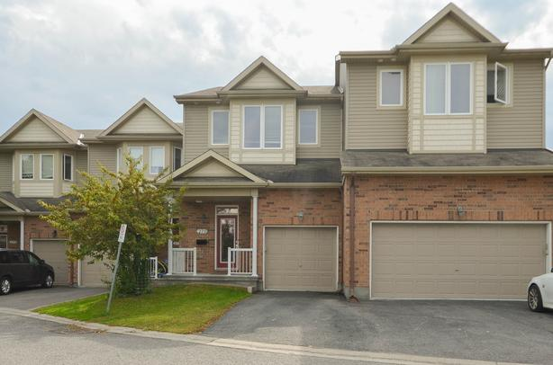 Spacious and beautiful home with 3 bedrooms & 2.5 bathrooms
