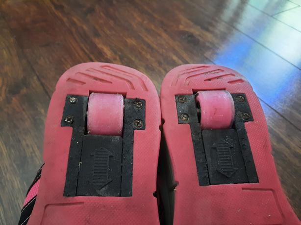 Girls size 38 Light up heelies