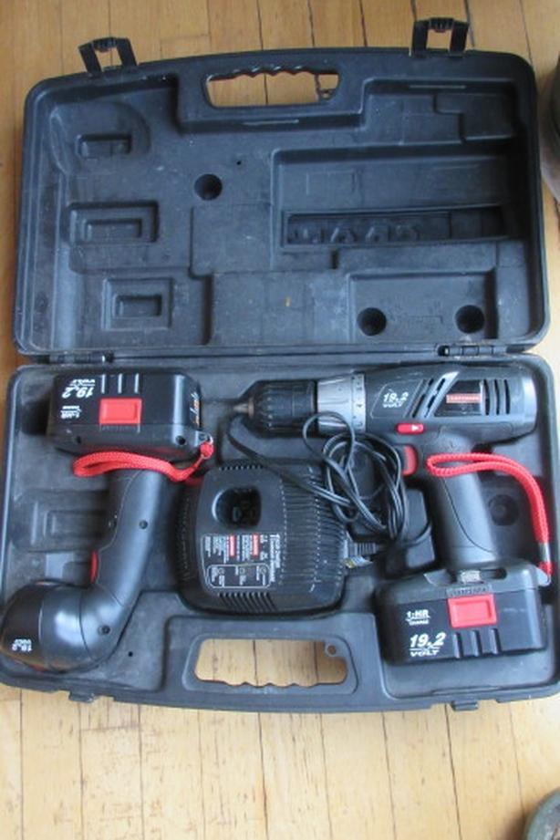 Craftsman 19V cordless drill light set