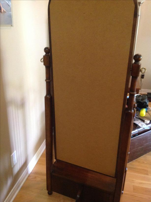 BEAUTIFUL STYLISH FREE-STANDING MIRROR ANTIQUE