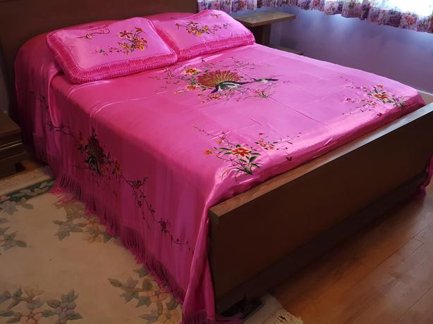 EXQUISITE SATIN BEDSPREAD & SHAMS for double bed