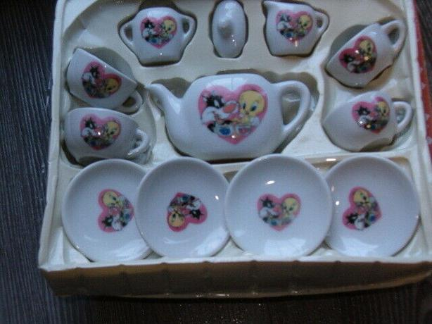 Warner Bros 1996 Mini Pretend Play Children's Tea Set