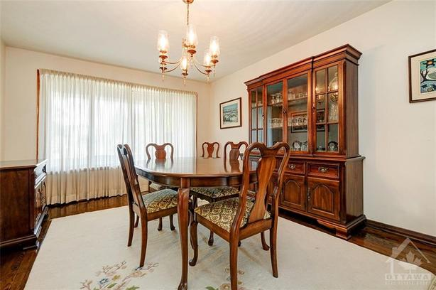 Gibbard Legacy Dining Suite