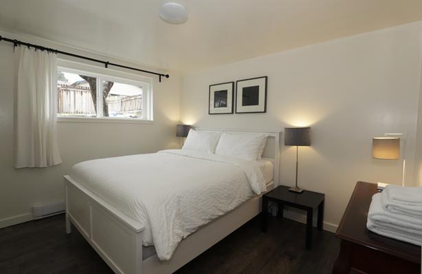 Furnished one-bedroom bachelor. Short-term OK