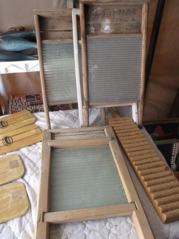 HANDY SCRUBOARDS & HORNS & RECORDERS FROM ESTATE