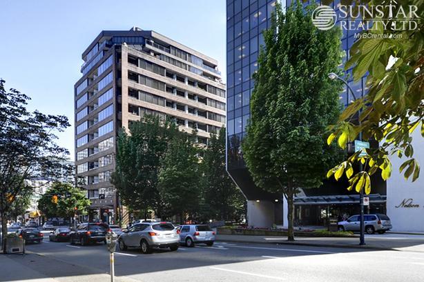 Downtown 1 Bed 1 Bath Condo w/ Balcony @ 1010 Howe Residences